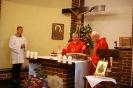 Kaplica w Domu Nadziei, Msza Święta, przy ołtarzu Pan Piotr, ks. Antoni i ks. Edward