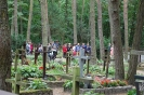 Cmentarz w Laskach, Uczestnicy obchodów nawiedzają groby zmarłych