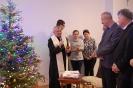 Sala muzykoterapii, ks. Antoni składa wszystkim zgromadzonym świąteczne życzenia oraz kieruje słowa wdzięczności za udział w spotkaniu