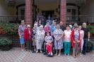 Nałęczów, pamiątkowa grupowa fotografia przed Domem Rekolekcyjnym