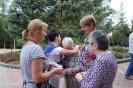 Nałęczów, przed Domem Rekolekcyjnym, Pani Janina i Pani Urszula dziękują Paniom za trud przygotowań pysznych posiłków