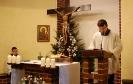 Kaplica w Domu Nadziei, Msza Święta, czyta Pan Paweł, Pan Piotr słuchając siedzi w prezbiterium
