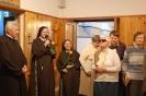 Hol przed Kaplicą w Domu Nadziei, s. Szymona dziękuje za modlitwę, pamięć i życzenia