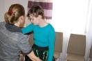 Sala muzykoterapii w Soli Deo, pani Iwona uczy tańca panią Annę