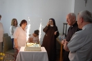 Sala muzykoterapii w Soli Deo, jubileuszowy tort ks. Antoniego